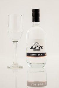 bouteille de fleur de bière Alaryk, un alcool blanc aux notes de fruits d'automne et de levain.